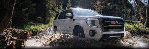 2021 Yukon AT4 Off-road splashing